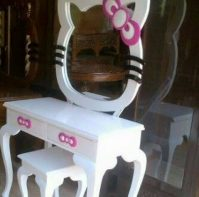 MEJA RIAS HELLO KITTY