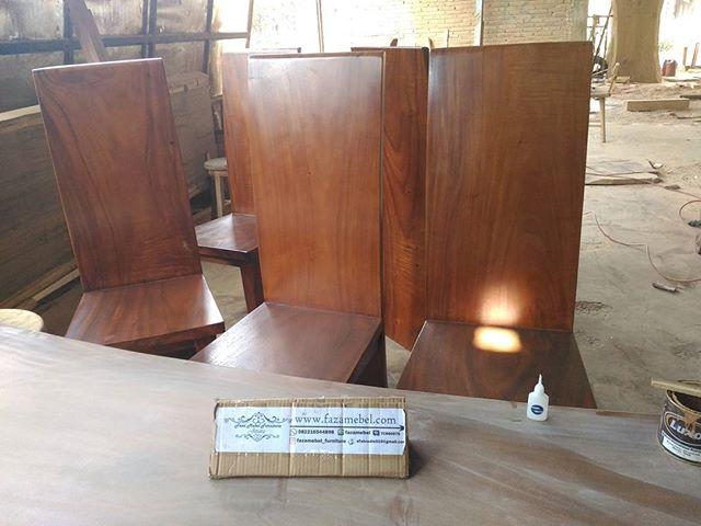 kursi-makan-trembesi-suar-modern